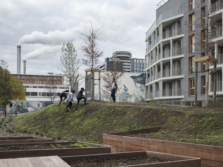 Inauguration de la fresque et de la sculpture dans le jardin des immeubles de logements Le Julia – Faubourg 94
